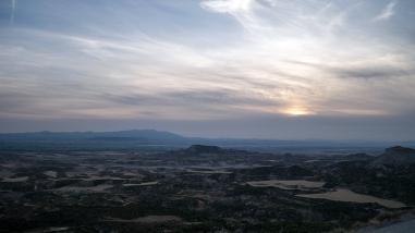 Collines et hauts plateaux composent principalement le relief de la Negra. Cette vue a été prise du Santuario de Sancho Abarca, l'hôtel que nous avons rejoint à la tombée de la nuit et qui domine cette zone (la plus méridionale) des Bardenas.