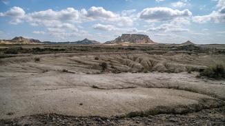 ... le paysage se dévoile, accroche le regard.