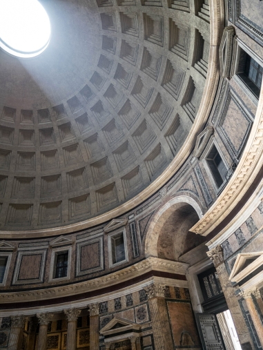 """""""le"""" rayon de lumière du Panthéon ..."""