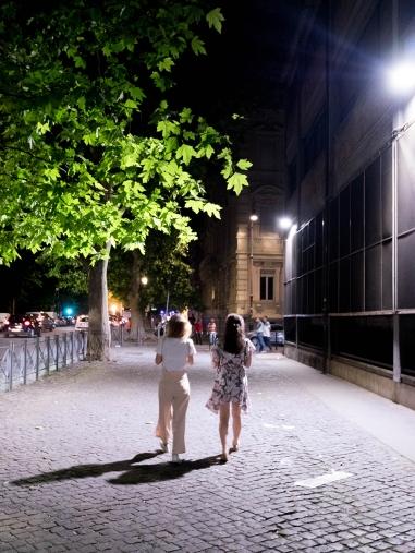 ... et une scène de rue